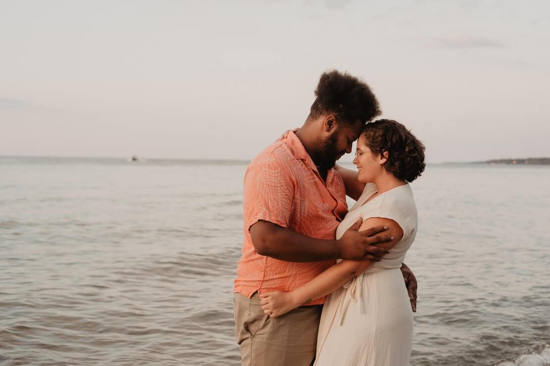presente para marido com casal em momento romântico