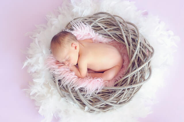 imagem de bebê recem nascido para ilustrar datas dos signos