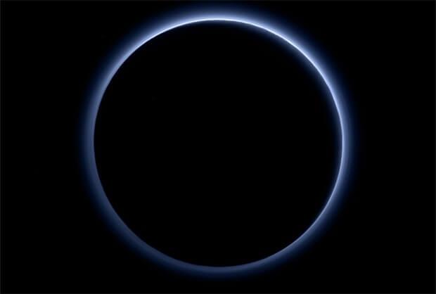 plutão é um planeta - atmosfera mostra céu azul - imagem Nasa_JHUAPL_SwRI